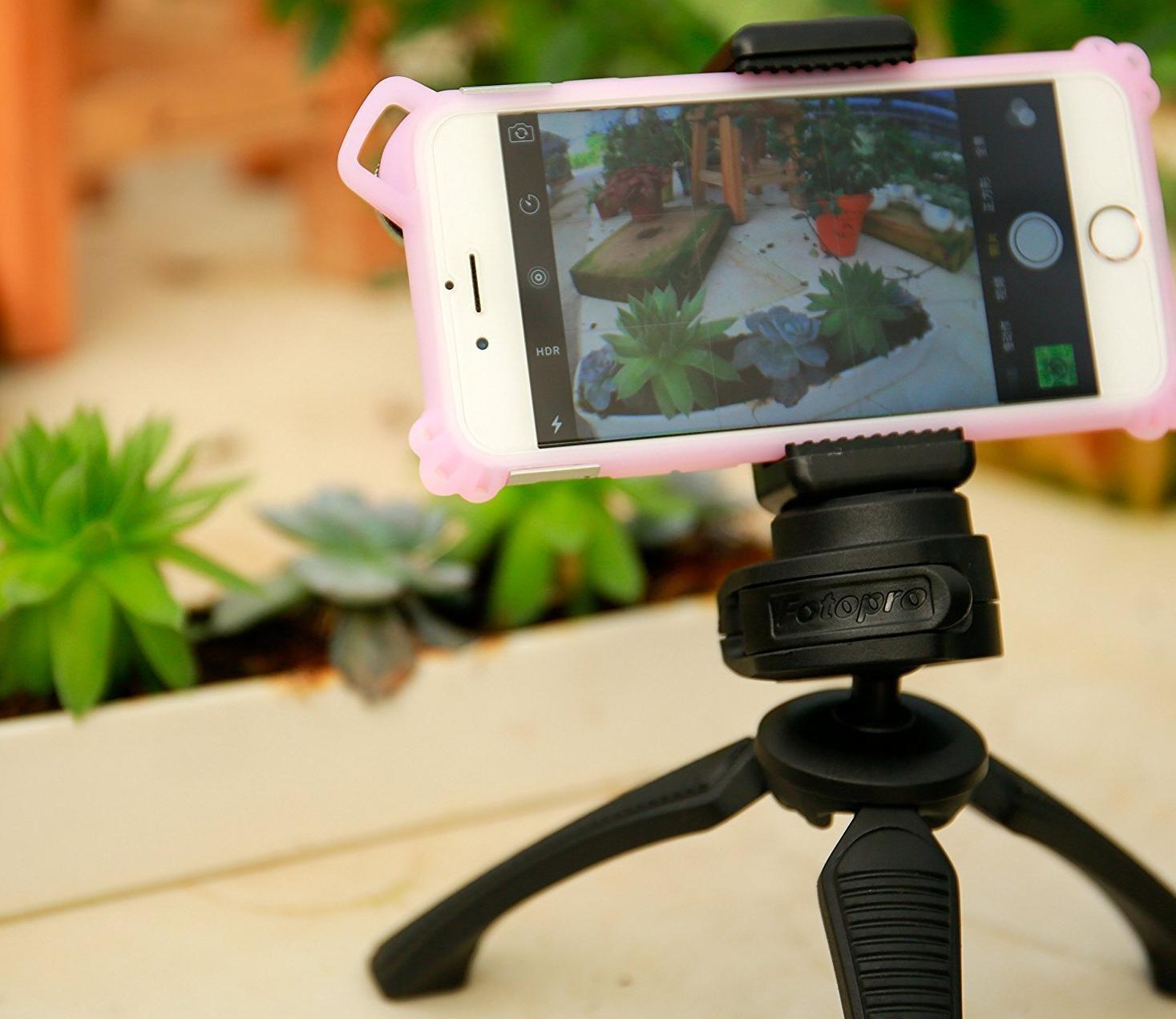 vlogger tripod